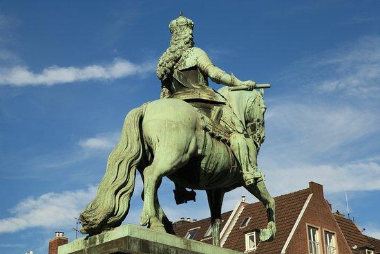 Jan-Wellem-Reiterstandbild: статуя