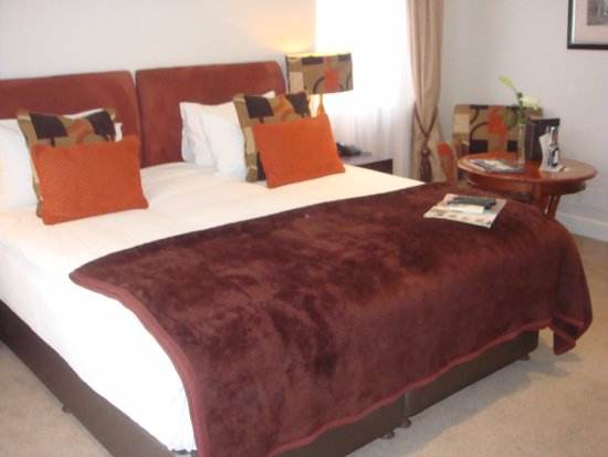 Clico Boutique Hotel: King sized bed and sitting arrangement