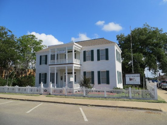 Giddings, TX: Schubert-Fletcher Home