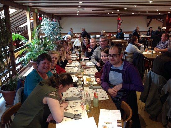 Couvin, Belgique : De volledige familie.