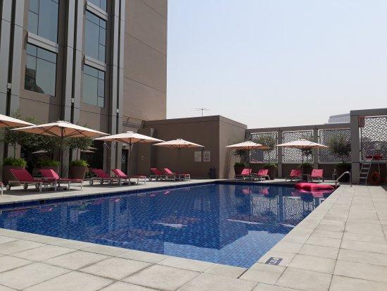 Pool And Fatboy Awesome Bild Von Rove Healthcare City Dubai