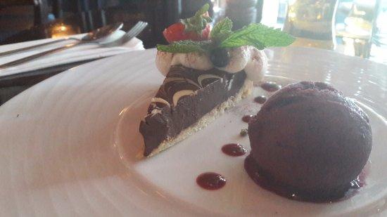 Thomas Moore Tavern: triple chocolate desert