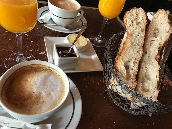 Pane burro e marmellata picture of le petit poucet for Colazione parigi