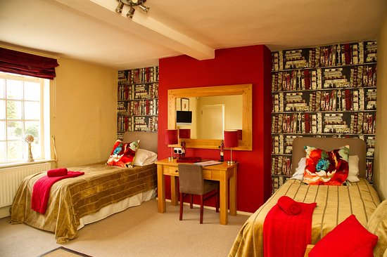 Belton, UK: The red room