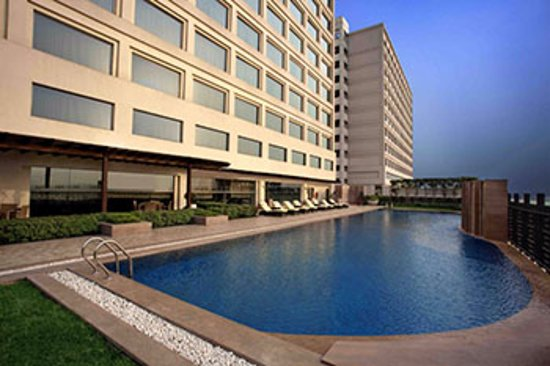 Holiday Inn New Delhi Mayur Vihar Noida: Swimming Pool