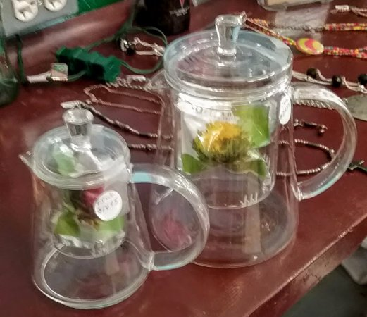 Monticello, فلوريدا: Infuser Teapots to purchase for your tea pleasure