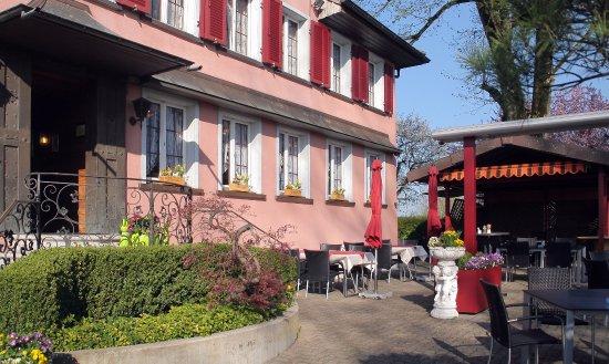 Lindenhof Zuzwil - Eingangsbereich & Terrasse