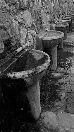 Roccalbegna, Italia: le fontane