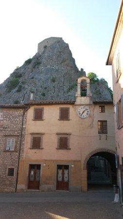 Roccalbegna, Италия: il sasso