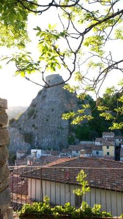 Roccalbegna, İtalya: il sasso