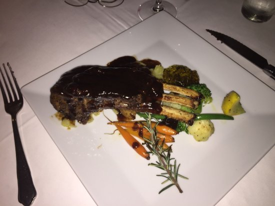 Oliver's Restaurant & Lodge : Lamb chops were one of the daily specials