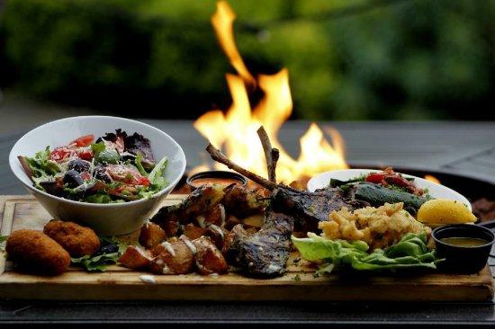 Demetri's Woodstone Taverna: Taverna platter featuring lamb chops