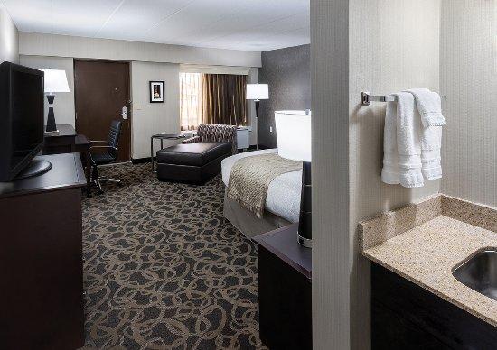 Aberdeen, Güney Dakota: Two-Room Suite Bedroom