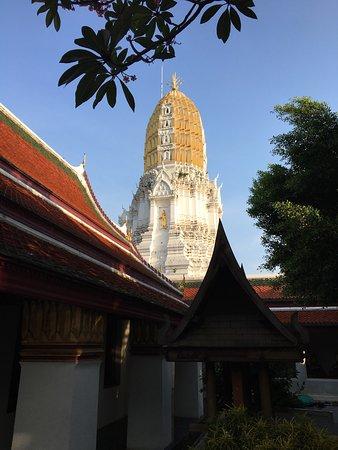 photo0.jpg - Picture of Phra Si Ratana Temple (Wat Yai), Phitsanulok - TripAd...