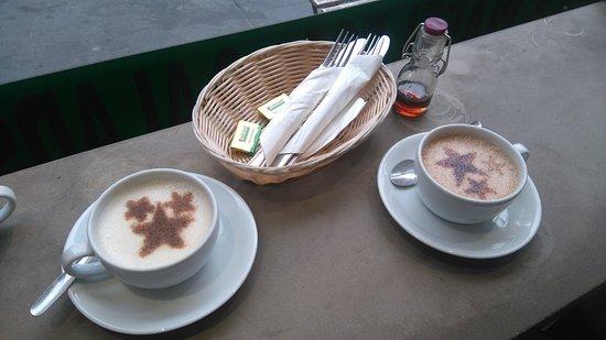 Chaï Tea et Chocolat chaud. Les étoiles dans les tasses et pas dans les yeux...