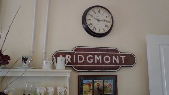 flower overload picture of ridgmont station tea rooms. Black Bedroom Furniture Sets. Home Design Ideas
