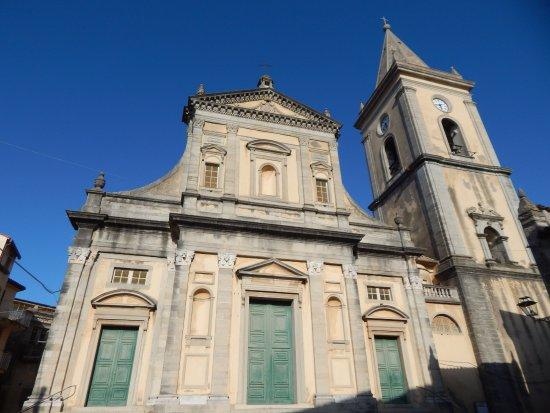 Novara di Sicilia, Italy: Facciata della chiesa