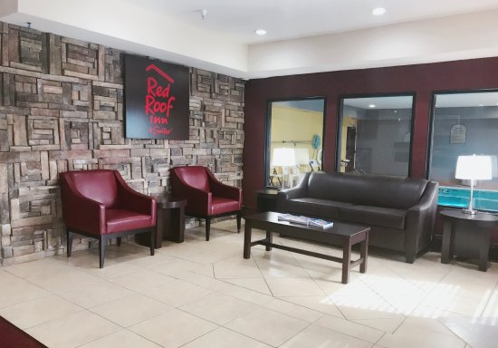 Monee, IL: Front desk lobby