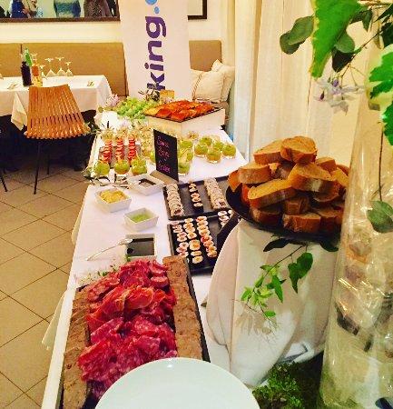 Buffet sal photo de au petit jardin uz s tripadvisor for Le petit jardin uzes