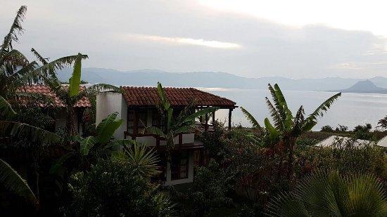 Casa Lobo Bungalows: Vista desde nuestro bubgalow... muy lindo lugar!