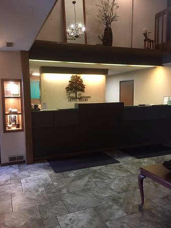 Shawano, WI: Front Desk
