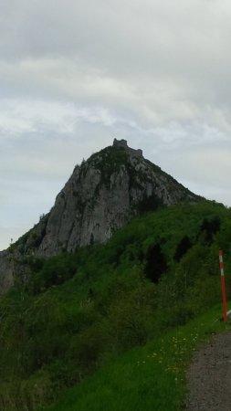Montsegur, Frankrijk: En descendant vers Montségur, le village en contrebas