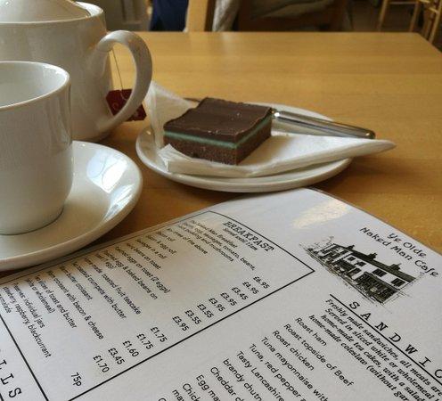 Ye Olde Naked Man Cafe: Tea and peppermint slice