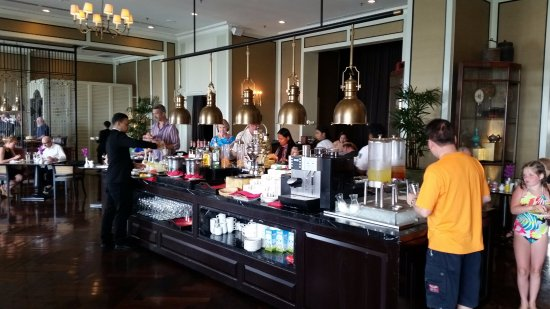 Eastern & Oriental Hotel: Executive Lounge at Happy Hour