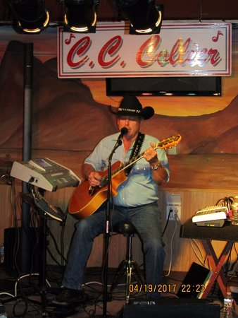 Eloy, AZ: CC Collier...great 'country' voice. Fun music to dance to
