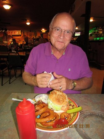 "Eloy, AZ: Tom's sandwich and sides were ""Mighty tasty"""
