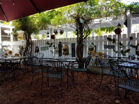 huge umbrella for shade - Picture of A Lowcountry Backyard ...