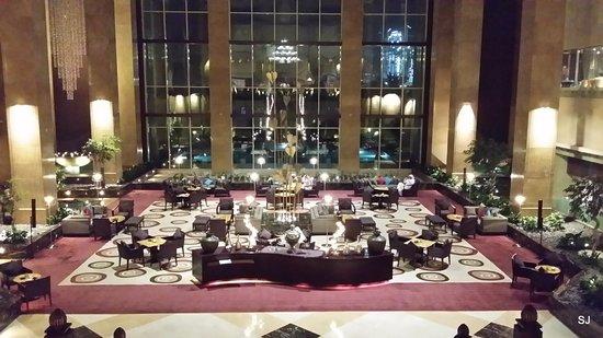 Grand Hyatt Doha Hotel & Villas: Aufenthaltsbereich und Cafe