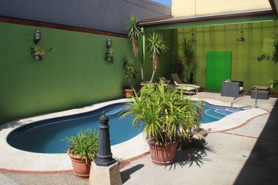 Hotel La Guaria Inn & Suites Bild