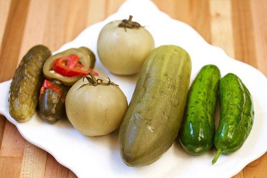 Michael's Deli: Assorted Pickles