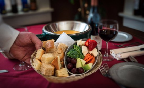 Mona Lisa Fondue Restaurant: Cheese fondue served with assorted breads and vegetables.