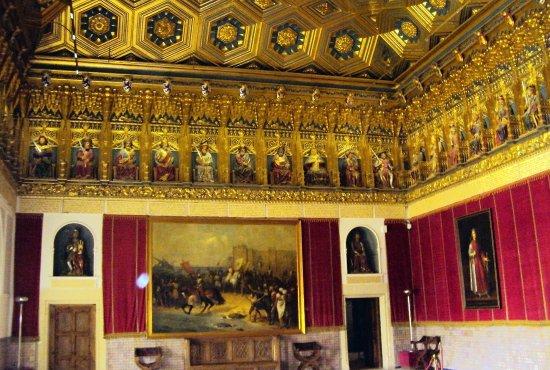 Barcelona CicloTour: Salão do Castelo Alcázar com teto em ouro e esculturas dos Reis entalhadas em madeira - Segóvia/