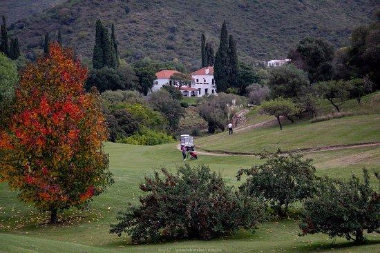 El Potrerillo de Larreta: Vista de la hosteria desde el golf.