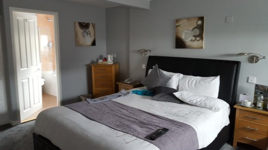 Beeches Hotel & Leisure Club: Pleasant stay in room 36 for one night 30/04/17. Very spacious, very comfortable, and a great ni