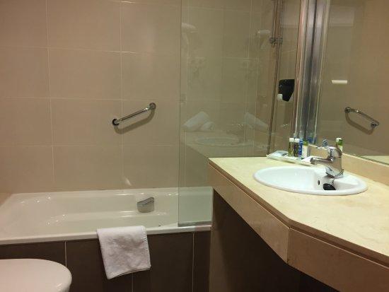 badkamer met douche - Picture of Ganivet Hotel, Madrid - TripAdvisor