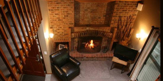 Crystal Mountain, WA: Sample Loft Suite with brick fireplace