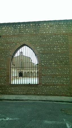 Cathédrale Saint-Jean : Patio lateral derecho