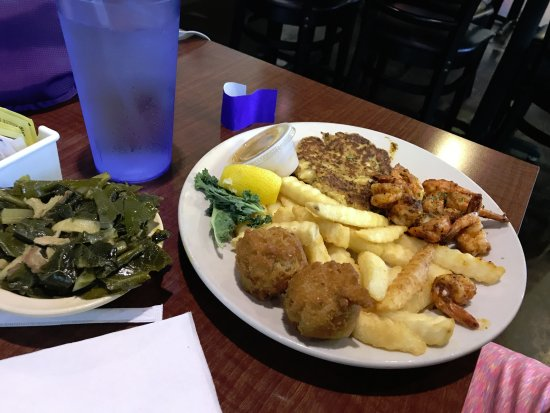 Yulee, FL: crab cakes, shrimp(?) and collard greens??!!