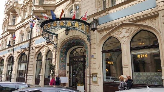 Hotel paris entrance prague picture of hotel paris for Best hotel location in prague