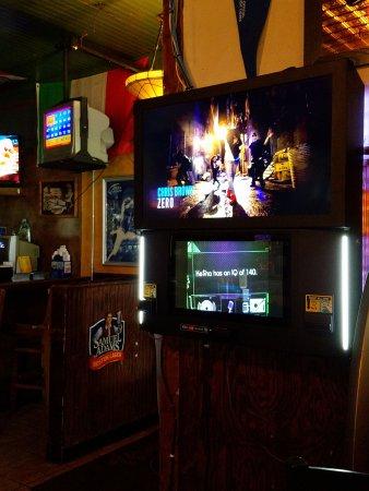 Γουόρεν, Μίσιγκαν: Digital Jukebox with Music Video Option