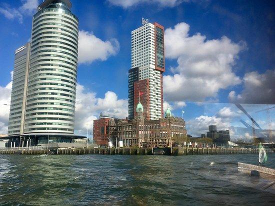 Hotel New York: Zicht op New York vanuit de watertaxi.