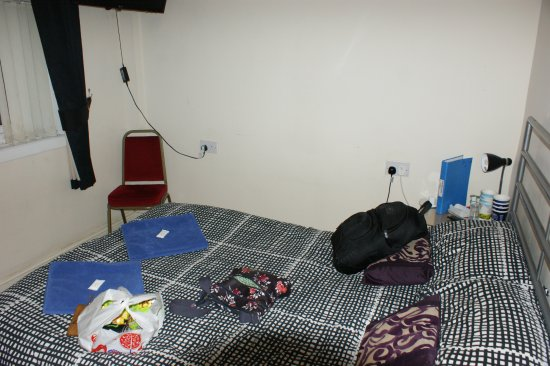 Middlewich, UK: bijou room with knackered matress and flat pillows