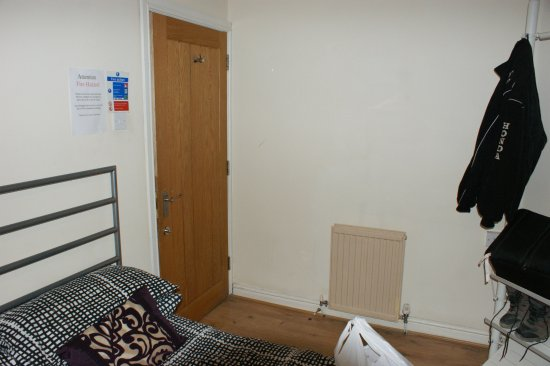 Middlewich, UK: bijou room with nice heavy fire door with thumbturn lock that was a bit tricky and only just cau