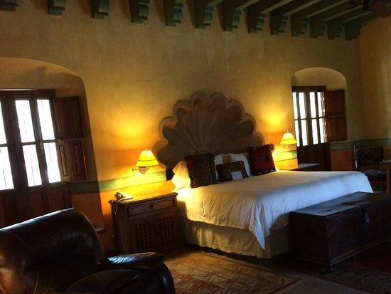 Hacienda De Los Santos: Santo Domingo master suite