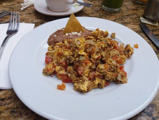 Posada Carmina Hotel: Huevos revueltos con machaca