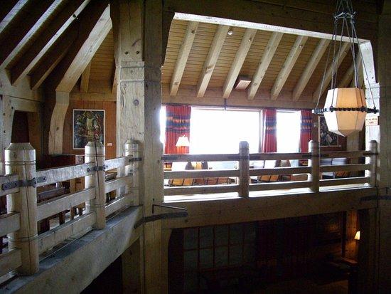 Ram's Head bar & Restaurant at Timberline Lodge